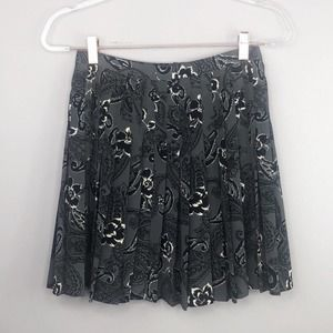 Vintage Express Gray Floral Pleated Skirt